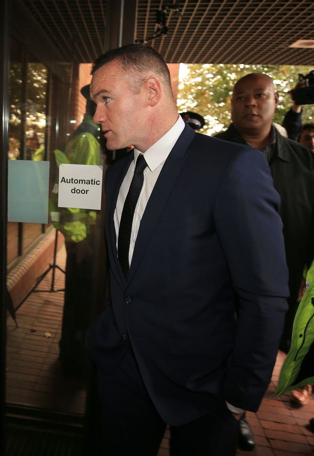 Rooney hôm phải hầu tòa về tội say xỉn vẫn lái xe.