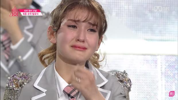 Giọt nước mắt hạnh phúc của Somi khi trở thành center của I.O.I.