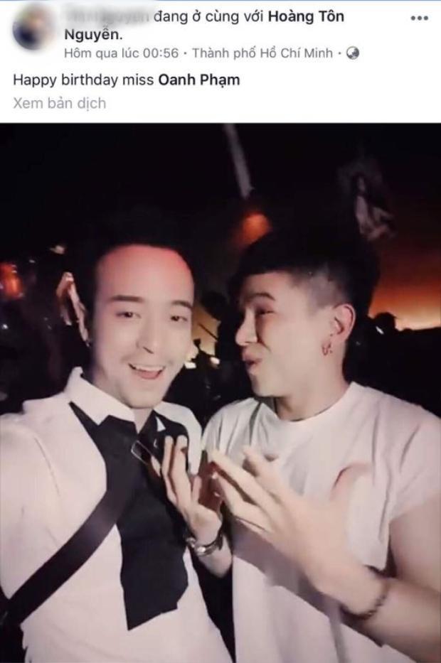Hình ảnh Hoàng Tôn đi bar rạng sáng ngày 3/10 được bạn bè chia sẻ trên mạng xã hội.