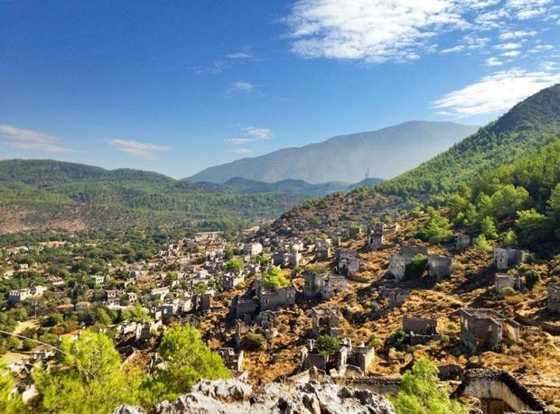 Ngôi làng bị bỏ hoang nổi tiếng tên Kayakoy.