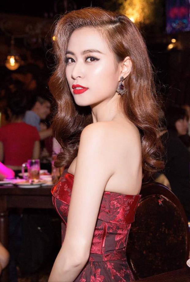 Hoàng Thùy Linh trước đây được biết đến là người đẹp có tài và có sắc. Tuy sở hữu chiều cao khiêm tốn nhưng có thân hình vô gợi cảm. Mỹ nữ luôn biết cách ăn mặc, trang điểm hút mắt người đối diện ở bất kì lần xuất hiện nào.