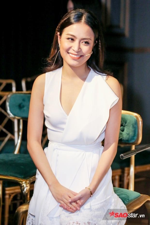 Nụ cười của Hoàng Thùy Linh sau 10 năm cay đắng vì scandal.