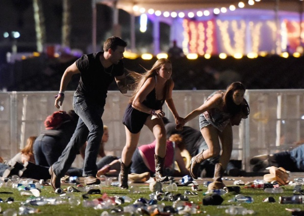 Khoảnh khắc người dự lễ hội âm nhạcRoute 91 Harvest tháo chạy khi vụ nổ súng xảy ra. Ảnh: Getty