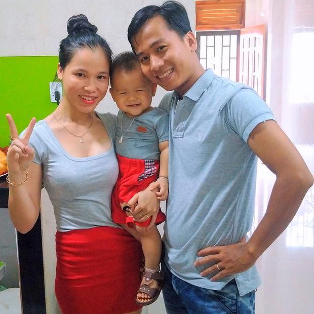 Gia đình hạnh phúc của thầy giáo trẻ