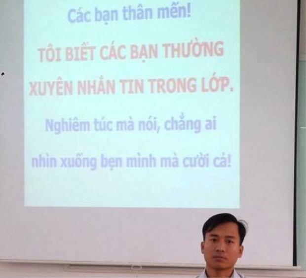 Thầy giáo gây sốt với lời nhắc sinh viên nhắn tin trong lớp: Không cấm sinh viên dùng điện thoại trong giờ học