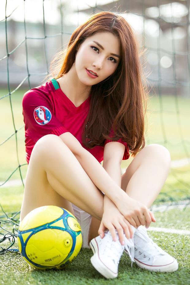 Trước thềm Euro 2016, nữ diễn viên xinh đẹp Diễm My 9x đăng tải một bộ ảnh cổ vũ cho tuyển Bồ Đào Nha.
