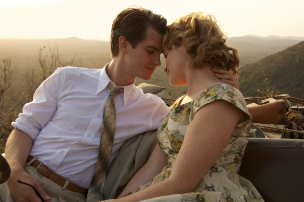 Andrew Garfield và Claire Foy.