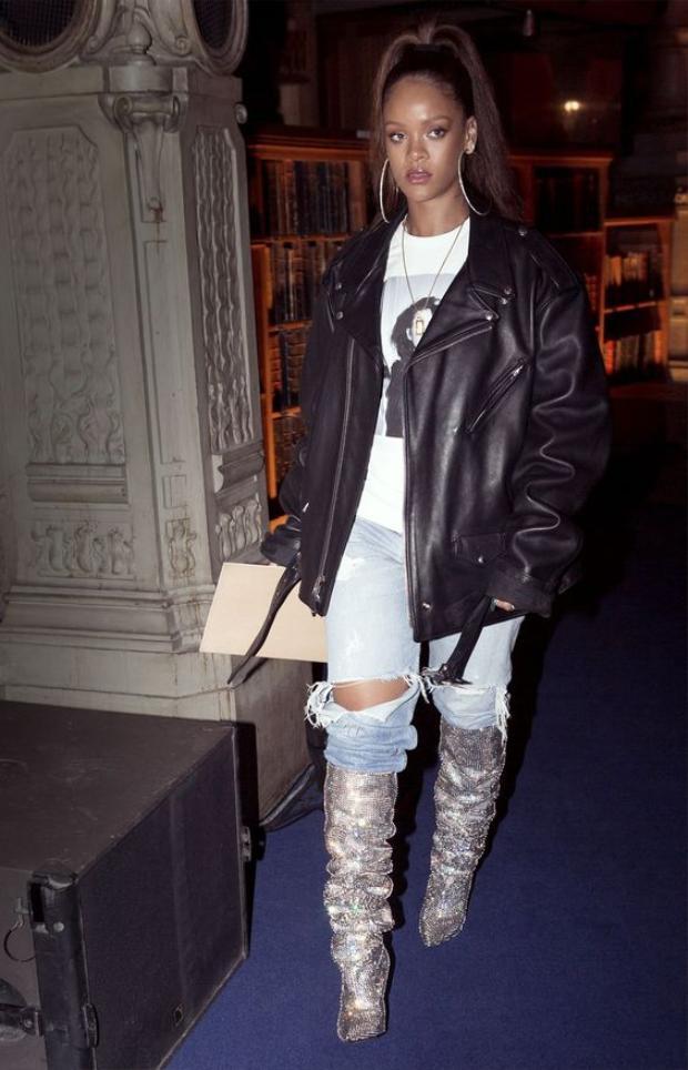 Những đôi boots độc đáo từ thương hiệu YSL là lựa chọn hàng đầu của Rihanna.