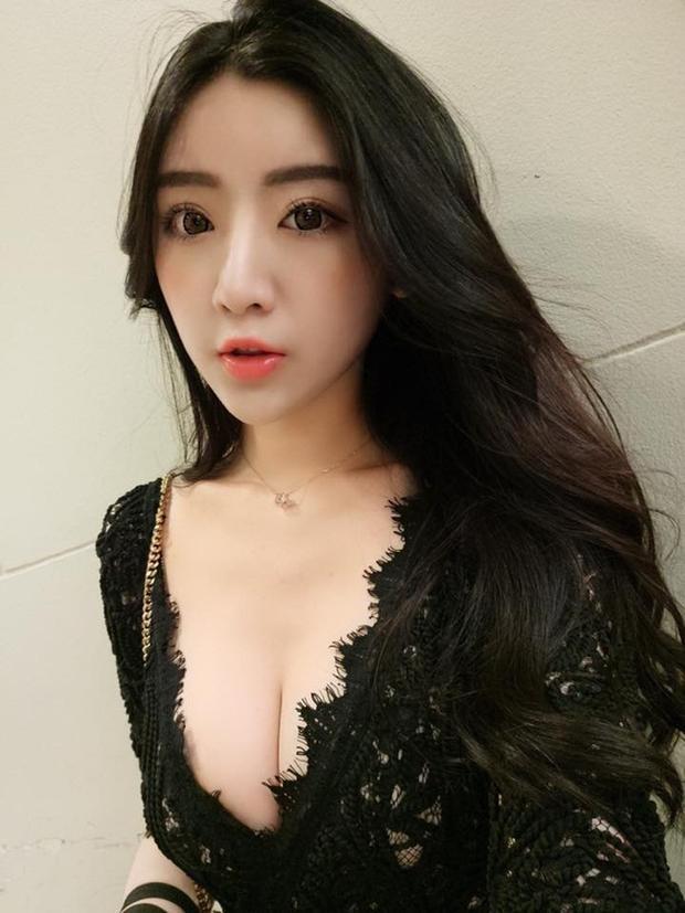 Hotgirl gây sốt chỉ vì quá gợi cảm khi đi xem concert của Châu Kiệt Luân