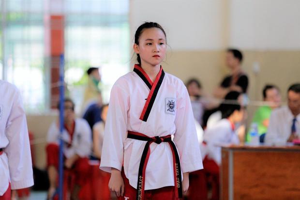 Nối gót chị gái, Tuyết Sang bước vào làng võ từ rất sớm. Tuy chỉ mới 12 tuổi, em gái Tuyết Vân đã học taekwondo được khoảng 4 năm nay và hiện đang sở hữu đai đen 3 đẳng.