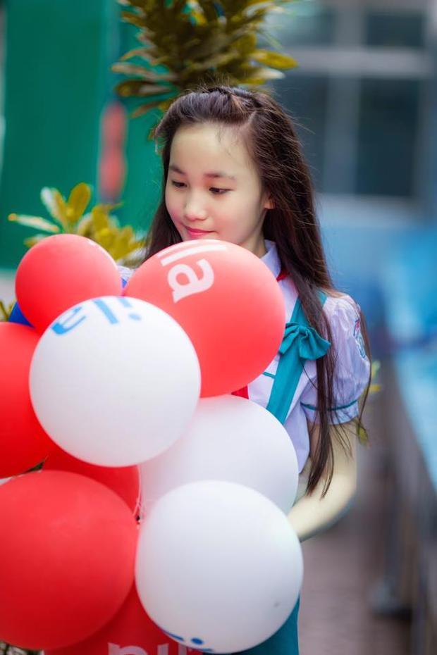 Bên cạnh tài năng, Tuyết Sang còn để lại nhiều ấn tượng với khuôn mặt xinh xắn đáng yêu. Thậm chí có người nhận xét em gái Châu Tuyết Vân có phần xinh xắn, dễ thương hơn cả cô chị hot girl.