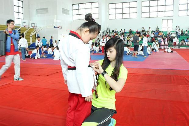 Theo như Tuyết Vân chia sẻ, dù bận bịu với lịch học tập, thi đấu nhưng Vân vẫn tận dụng mọi thời gian rảnh để chăm sóc và truyền những bí quyết thi đấu của mình cho cô em gái.