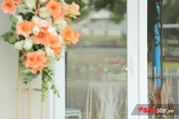 Nghi thức rước dâu sẽ được diễn ra tại phòng khách phía trong.