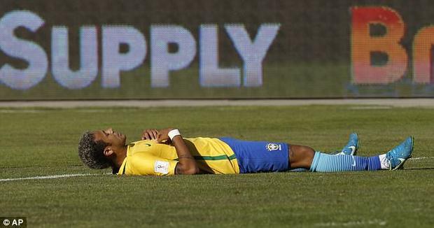 Neymar, Alves phải thở oxy sau màn hành xác ở Bolivia