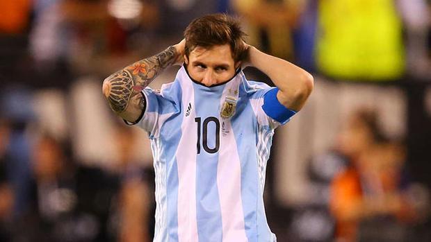 Messi không giấu nổi thất vọng khi hòa Peru.