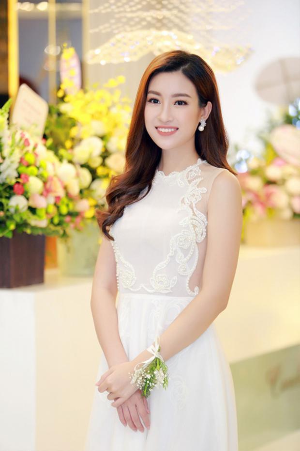 Dù bận rộn cho Miss World 2017 nhưng Mỹ Linh vẫn tranh thủ chạy show event.