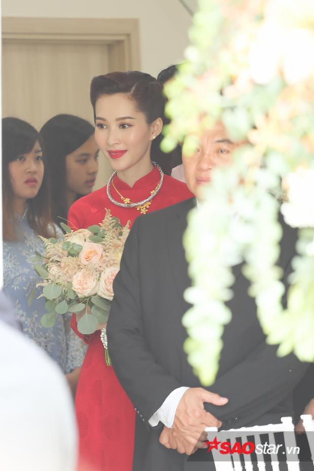Sau khi làm lễ xong, Đặng Thu Thảo cùng đoàn rước dâu về tư gia của ông xã Trung Tín.