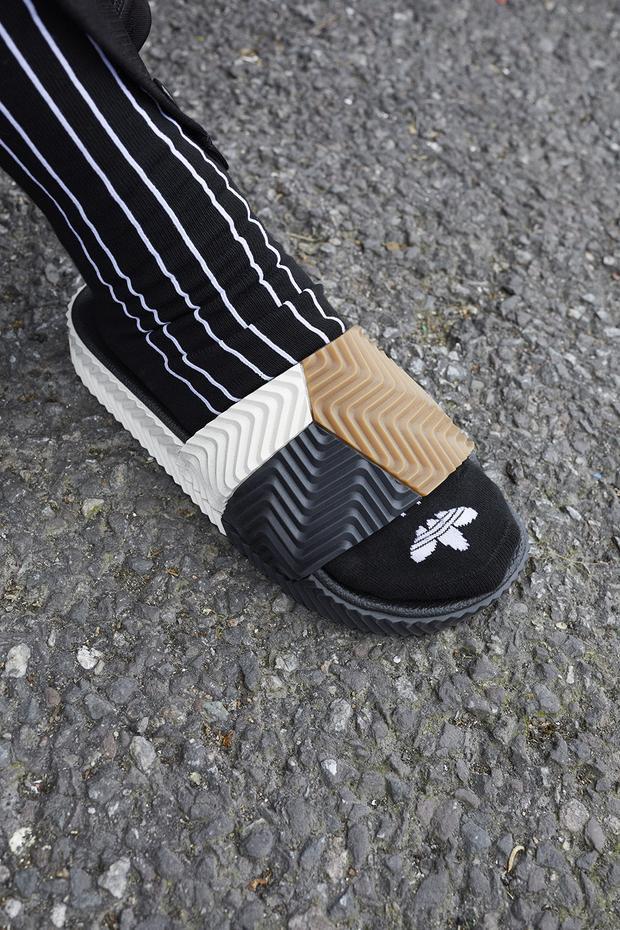Slide sandals dự kiến sẽ cháy hàng mọi mặt trận.