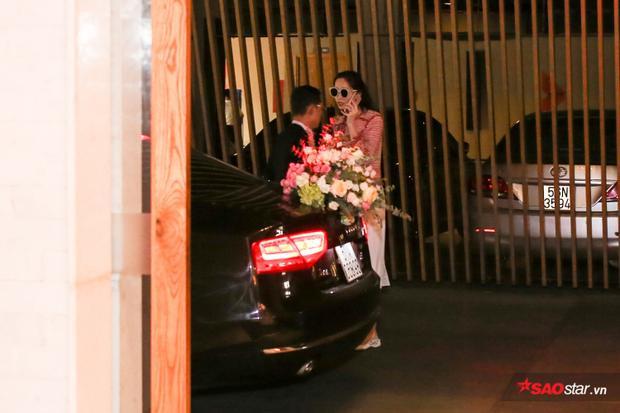 Đặng Thu Thảo xuất hiện chớp nhoáng tại địa điểm tổ chức tiệc cưới.