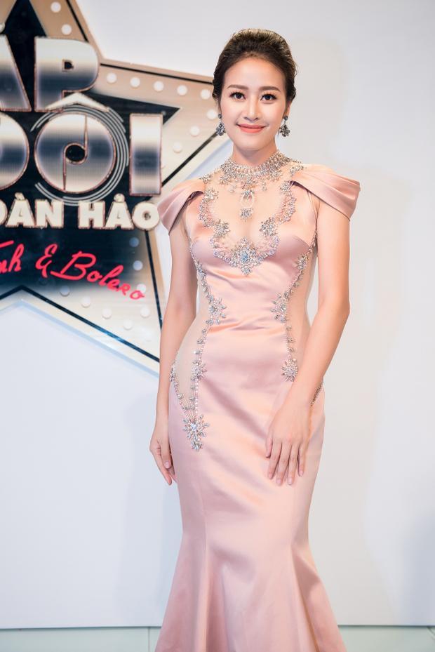 Thời gian gần đây, MC Phí Linh liên tiếp gây ấn tượng với màn dẫn dắt nhiều show truyền hình giải trí với rating cao nhất nhì màn ảnh nhỏ như đêm Chung kết The Face - Gương mặt thương hiệu, Thần tượng Bolero 2017…