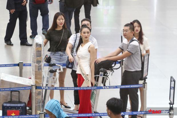 'Hội chị em' Tường Linh, Nam Em vui vẻ ra sân bay tiễn Hà Thu lên đường thi Miss Earth 2017