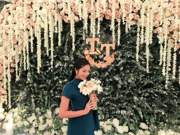 Khoảnh khắc đáng yêu: Cô dâu Thu Thảo tung hoa cưới cho đàn chị Ngọc Hân