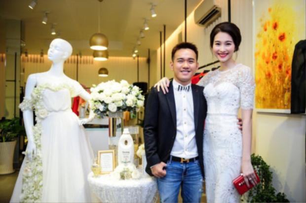 Nhà thiết kế Lê Thanh Hòa và hoa hậu Thu Thảo.