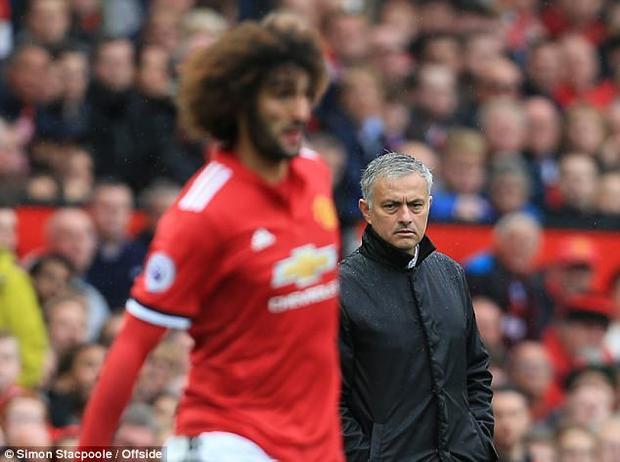 Mourinho đau đầu với chấn thương của Fellaini.