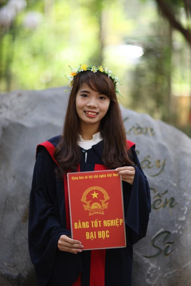 Từng là thủ khoa tốt nghiệp ĐH Sư phạm Hà Nội 2 nhưng đã hơn 1 năm, Bùi Thị Hà vẫn chưa xin được việc.