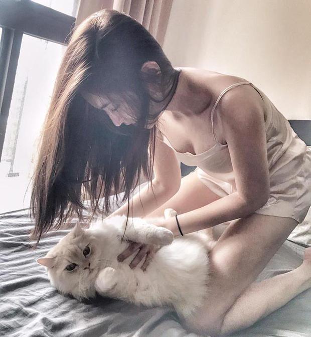 Hot girl sở hữu đôi chân dài miên man đến mức mất cân đối