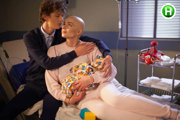 Song bộ ảnh mới nhất lại mang nhiều thông điệp ý nghĩa với căn bệnh ung thư như thế này.