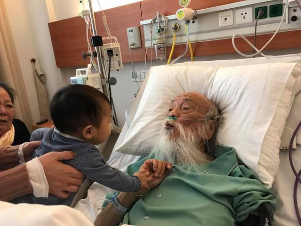"""Vào lúc bệnh nặng, sức khỏe lâm nguy nhưng thầy Cương vẫn luôn vui vẻ, lạc quan. Thầy nói rằng, gần 3 năm qua, đây là phương cách hiệu quả nhất giúp mình """"đi đường dài"""" cùng bệnh ung thư gan."""