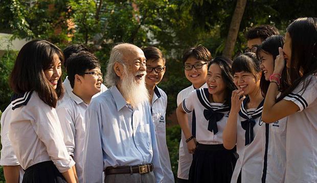 Thầy Cương được học sinh Lương thế Vinh ví như ông tiên tóc bạc.