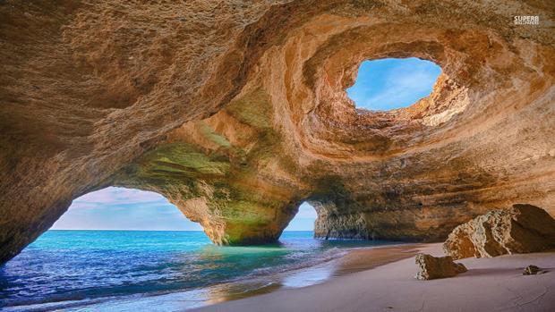 Vùng duyên hải Algarve là nơi có đường bờ biển đẹp nhất Bồ Đào Nha.
