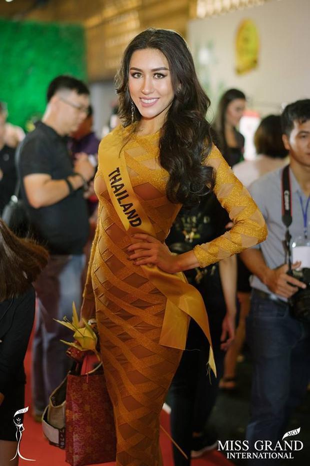 Hoa hậu Thái Lan lúc nào cũng tràn đầy năng lượng.