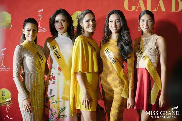 Á hậu Việt Nam đọ sắc bên các người đẹp quốc tế.