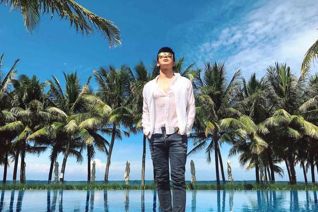 Nam ca sĩ Xinh cho biết dù có nhiều dự án công việc nhưng anh vẫn luôn tập trung cho những dự án âm nhạc. Với anh, âm nhạc không chỉ đam mê mà còn là cuộc sống.