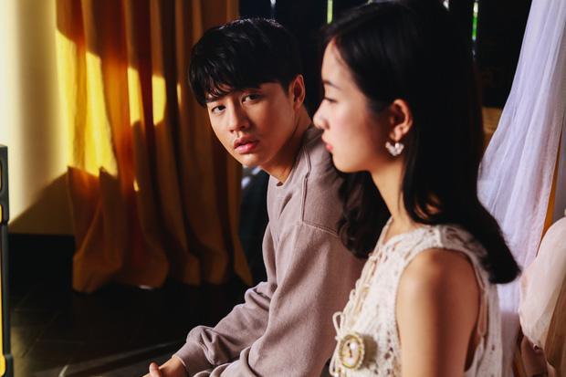 Hình ảnh Noo Phước Thịnh điển trai trong sản phẩm mới.