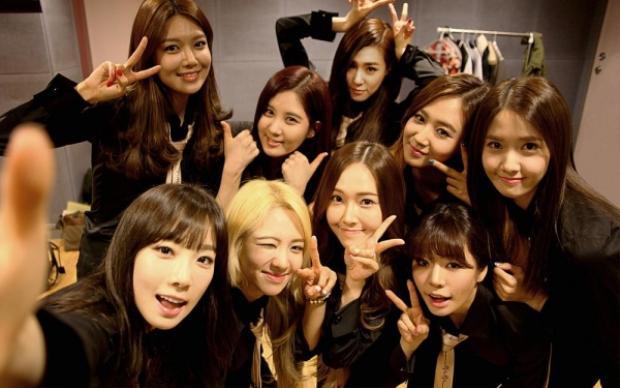Fan mong rằng 9 cô gái sẽ thật mạnh mẽ để vượt qua giai đoạn khó khăn nhất.