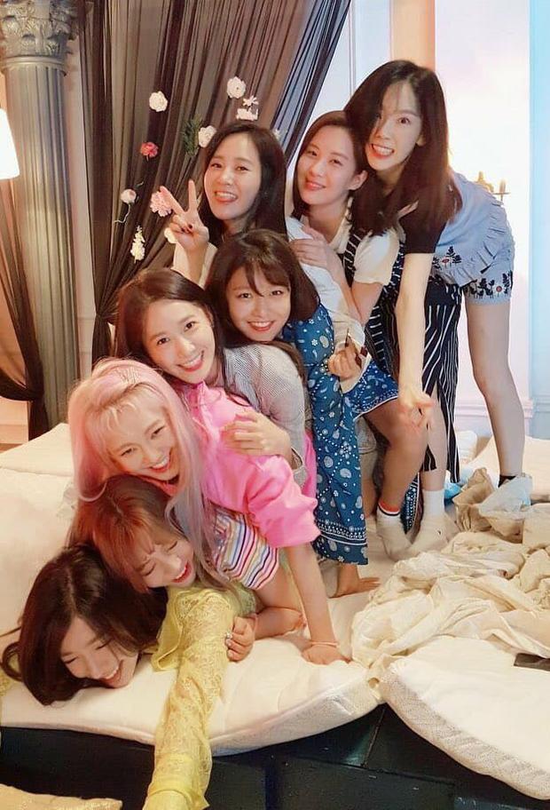 Vẫn luôn tự nhủ rằng Sooyoung, Tiffany và Seohyun chỉ rời SM chứ SNSD sẽ khó mà tan rã.