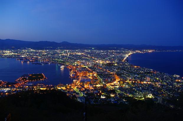 Hakodate nhìn từ trên núi Hakodate.