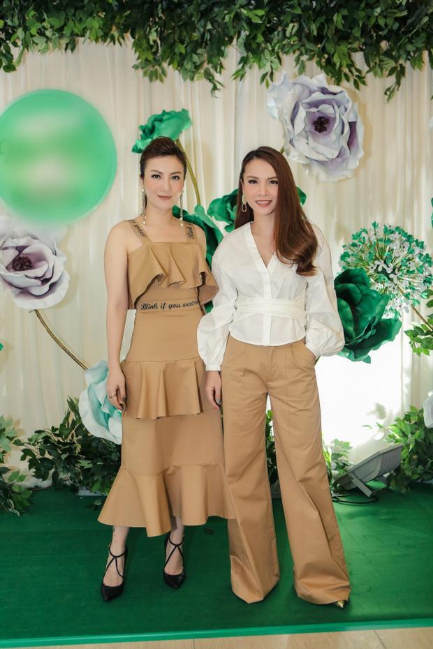 Chị em Song Yến ton-sur-ton vô cùng thời trang.