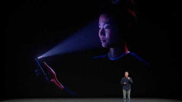 Có hai cách khả quan nhất để Apple đưa Face ID lên iPad Pro: tích hợp bộ cảm biến và camera chiều sâu vào viền trên hoặc làm khuyết một phần màn hình giống như iPhone X.