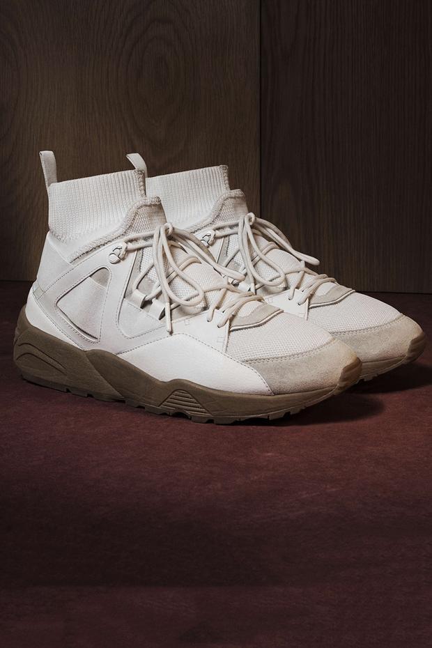 Với phần thun bó ngay cổ giày giúp người dùng thoái mải khi vận động, cũng như giúp đôi giày phần thời trang hơn.