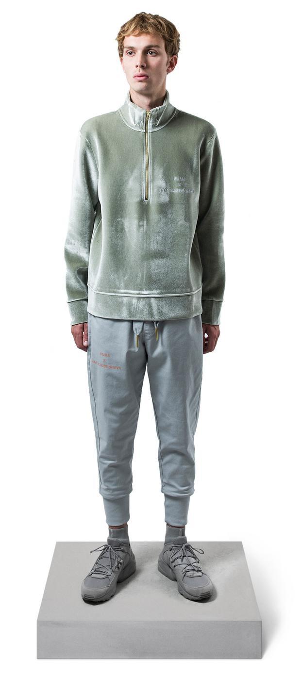 """Dù là bản collab nhưng đôi giày vẫn sở hữu nét đặc trưng """"rấtPuma"""", nhìn qua là có cảm giác ngay. Chiếc sweater nhung có giá khá ổn, chỉ $110 (2.530.000 VNĐ)."""