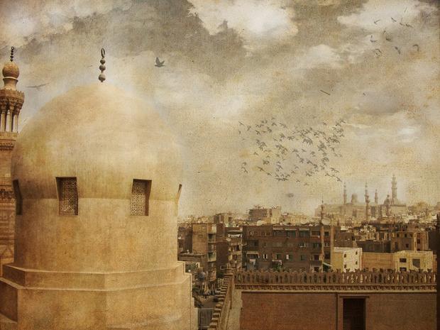Tại điểm dừng chân ở Cairo, Ai Cập, ông đã phân phát vàng cám và tiền cho người nghèo, đồ ăn cho đoàn tuỳ tùng. Tuy nhiên, sự hào phóng này đã dẫn đến một cuộc lạm phát kéo dài nhiều năm ở nơi này. Chuyến đi của nhà vua kéo dài hơn một năm.
