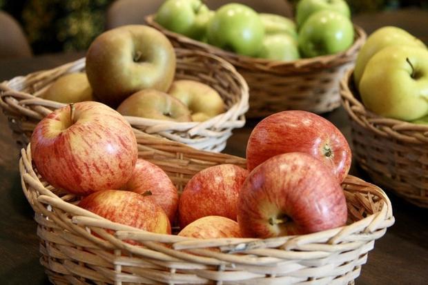Táo: Táo rất giàu vitamin và chất chống oxy hoá, vì vậy táo là một loại thực phẩm cực lý tưởng trong việc đốt tan mỡ bụng. Để có được kết quả như ý, bạn nên ăn ít nhất 3 quả táo mỗi ngày.