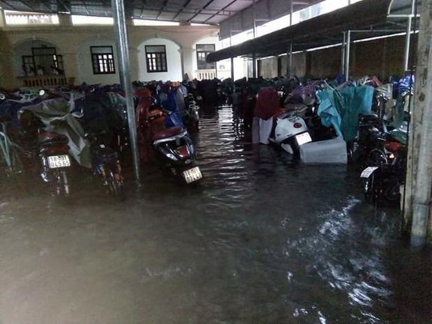 Bãi gửi xe ở trường Lê Hồng Phong - Nam Định. (Ảnh: Hương Giang)