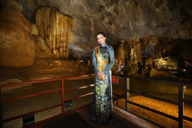 Người đẹp Indonesia dịu dàng khi khoác lên mình bộ trang phục truyền thống của dải đất hình chữ S.