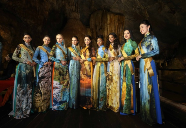 Tại đây, ngoài việc khám phá, tham quan, các người đẹp còn có cơ hội thực hiện phần thi photoshoot với áo dài - trang phục truyền thống của dân tộc Việt Nam.